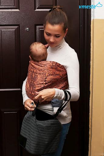 Одевайте ребенка легко. Слинг - это дополнительный слой ткани, который  согревает малыша. Так же он получает тепло от вашего живота. d5fb9d6b6fb